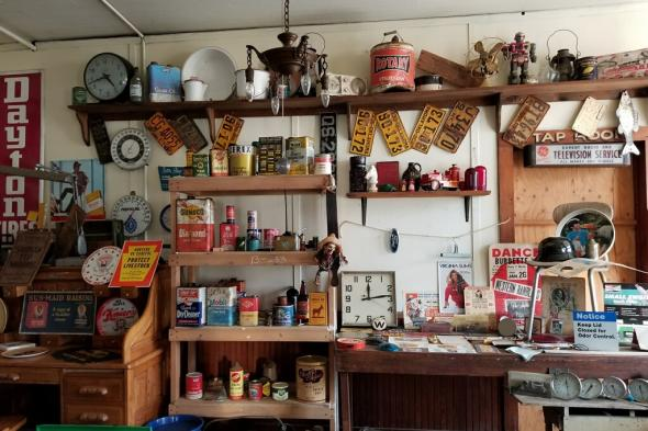 Eagle Inn Antique Shop