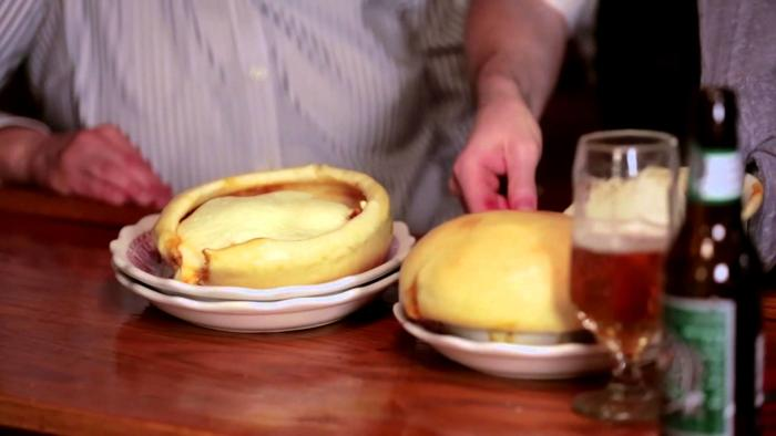Video Thumbnail - youtube - Beyond the Loop - Lincoln Park: Chicago Pizza and Oven Grinder