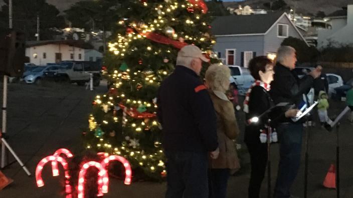 Cayucos Christmas Dec 2021 Cayucos Christmas Tree Lighting And Arrival Of Santa Mrs Claus Cayucos Ca 93430