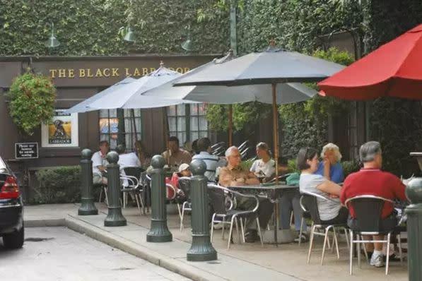 Black Labrador Pub