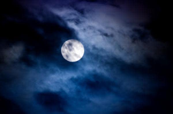Moon_000009361539XSmall_8c7f9535-f0ae-5102-065b9cf2be235b2d.jpg