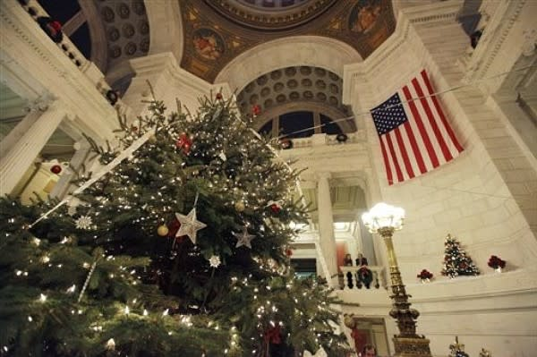 Statehouse Christmas Tree lights and ornaments
