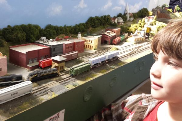 Watching the trains at the Martinsville Train Show