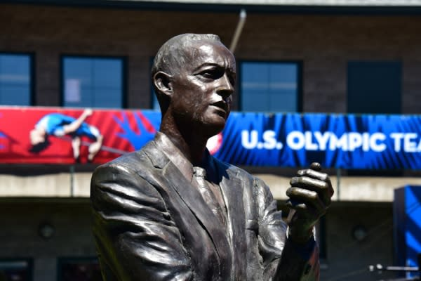 Statue of Coach Bill Bowerman by Dave Thomas