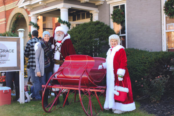 Mr. and Mrs. Claus at Holly Trolley Shopping