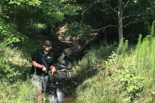 Disc Golf Creek Throwaway Shot