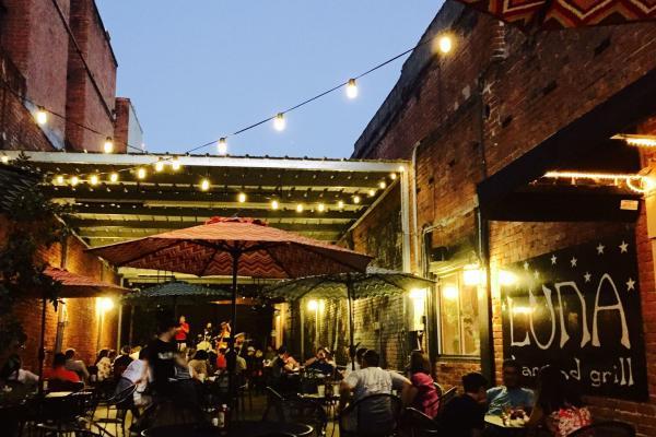 Luna's Bar & Grill | Lake Charles