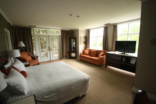 Elm Hurst Inn Suite