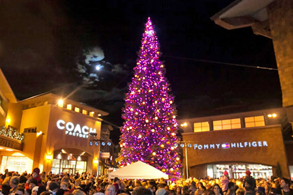 Tallest Christmas Tree in Utah - Outlets at Traverse Mountain