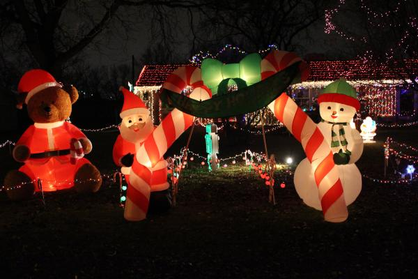 Pelham Drive Christmas Lights Display - Fort Wayne, IN