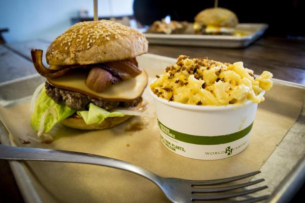 Bravas Hamburgers - Fort Wayne