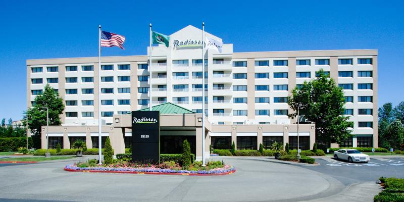 Radisson Hotel Gateway Exterior