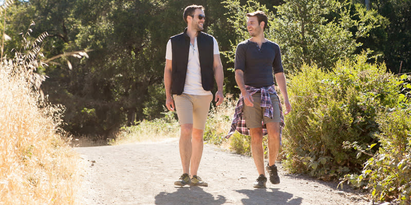 A couple hiking in Sonoma Valley