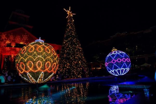Christmas Tree Lighting in Sugar Land Town Square