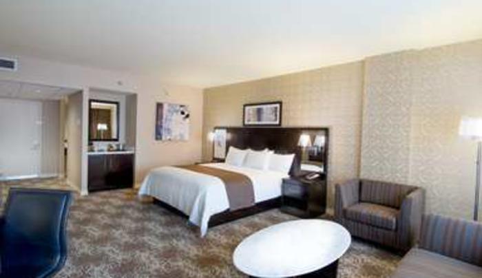 1 King Bed Corner