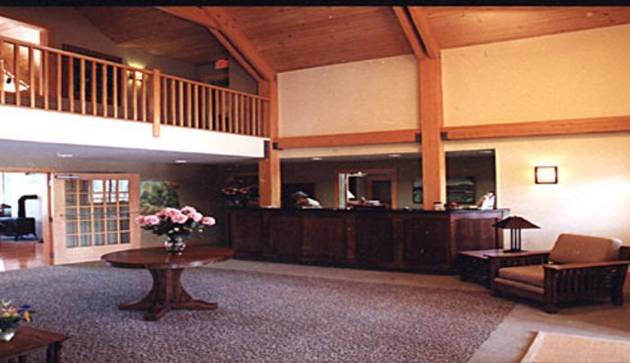 Lobby_table_flowers minnewaska lodge.jpg