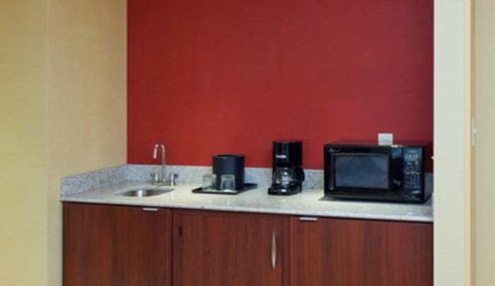 One-Bedroom Suite Kitchenette