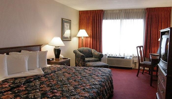 Holiday Inn Guest Room