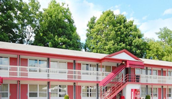 Econo Lodge.jpg