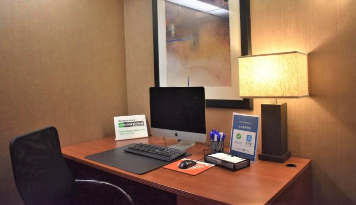 24 hour business center with brand new Mac computers and printer