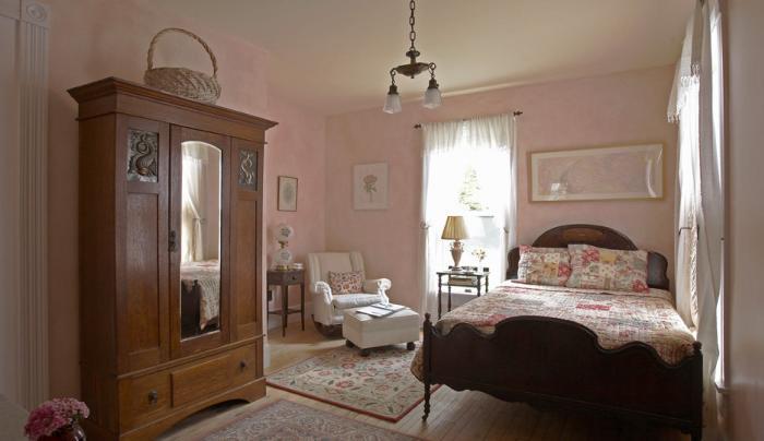 pinkbedroom.jpg