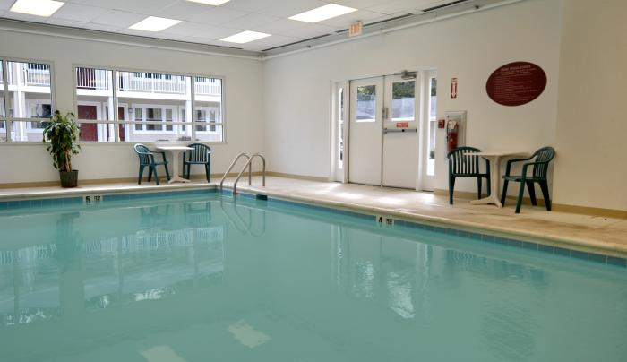 16491_g1Days Inn Pool area.jpg
