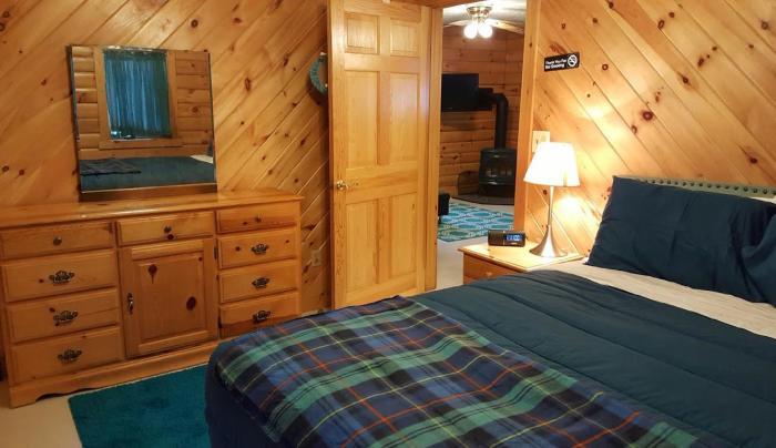 2 Bedroom Cabin Room 1