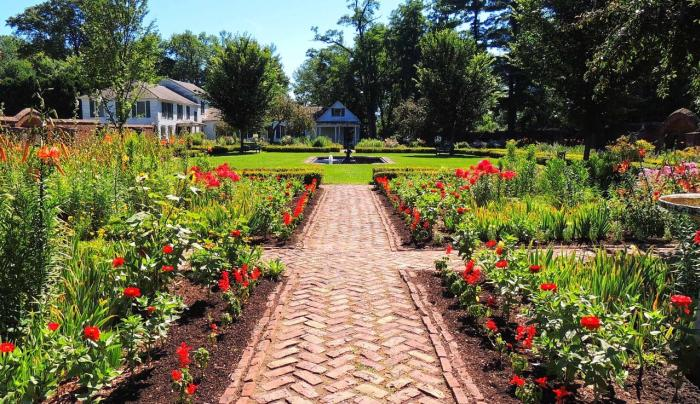 Colonial Revival Garden (King's Garden)