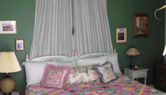green bedroom.jpg