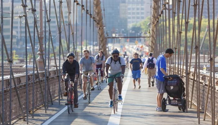 People-cycling-and-walking-on-Brooklyn-Bridge-000046325748