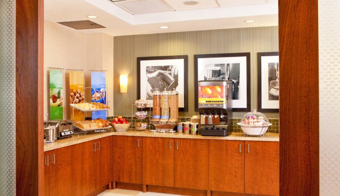 Hampton Inn Manhattan/United Nations Breakfast Buffet