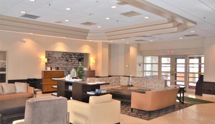 Burrstone Inn Lobby