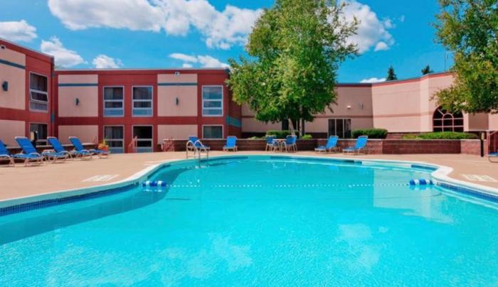 Burrstone Inn pool