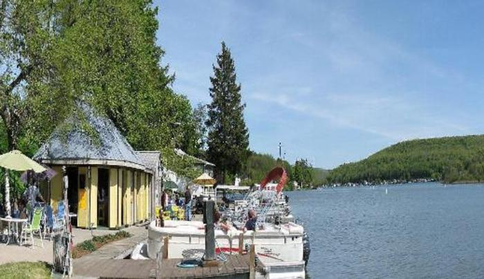 Carpies Restaurant & Bar on Cuba Lake