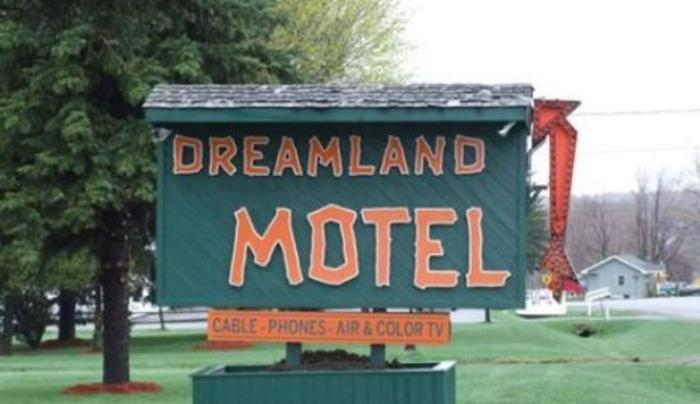 Dreamland Motel - Malone