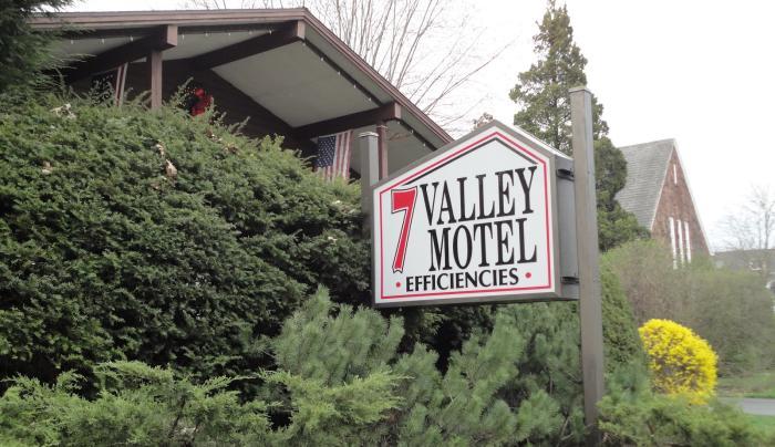 Seven Valley Motel exterior