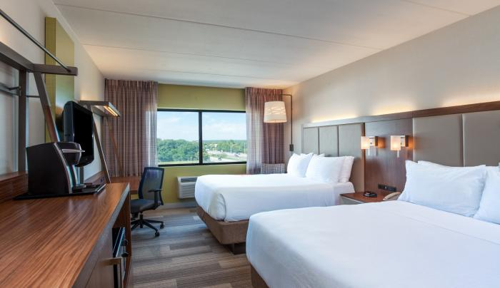 2 Queen Standard Guestroom