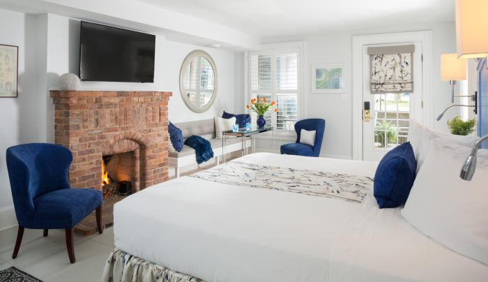 Saratoga Arms white room with fireplace