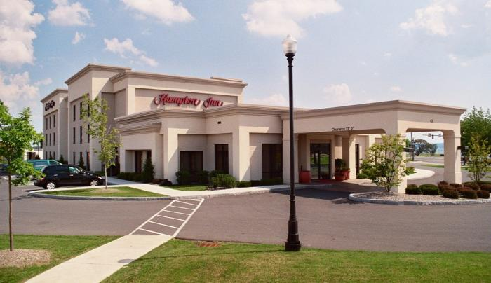 Exterior of the Hampton Inn and Suites in Geneva