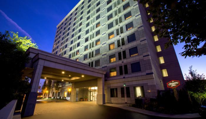 Hampton Inn NY-JFK Exterior