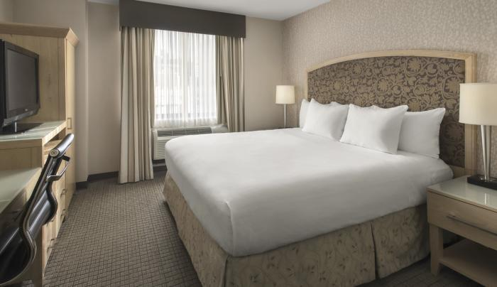 DoubleTree by Hilton Hotel New York City  1 King Bed Guest Room