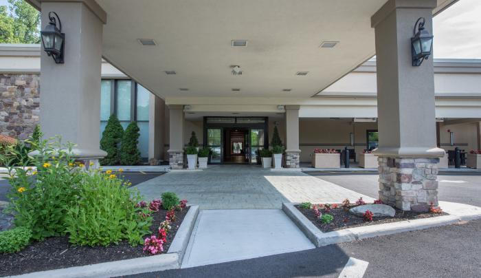 Holiday Inn Mount Kisco EXT entrance