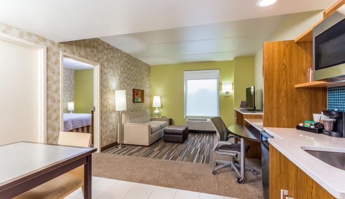 Queen 1 Bedroom Suite