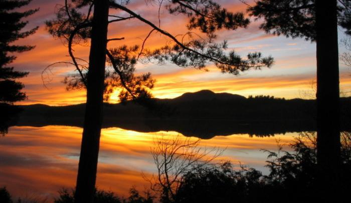 Shamrock Motel & Cottages Sunset