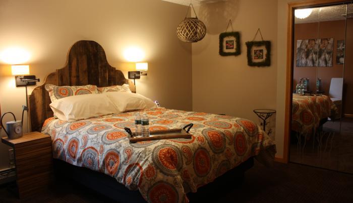 Nature Room - Queen Bed