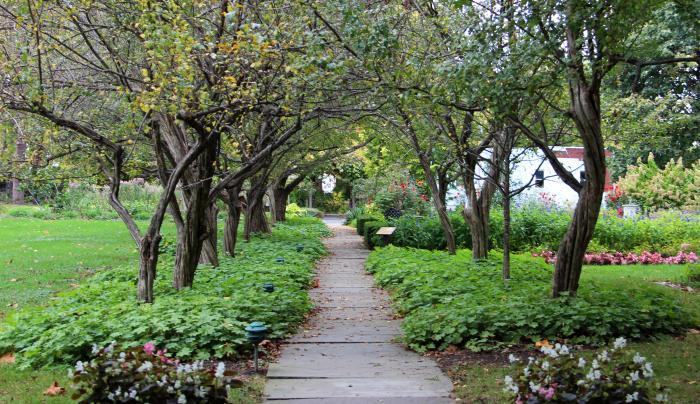 Ten Broeck - Garden Path 2