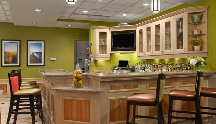 Hilton Garden Inn Islip MacArthur Airport Hotel Bar