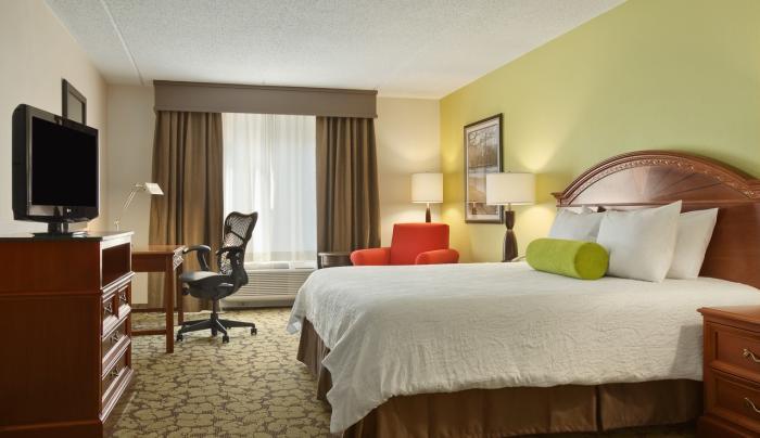 Hilton Garden Inn Islip MacArthur Airport Hotel King Room