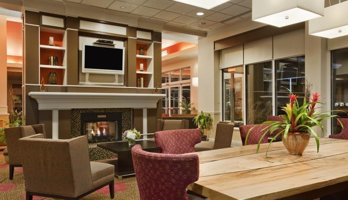 Hilton Garden Inn Islip MacArthur Airport Hotel Lobby