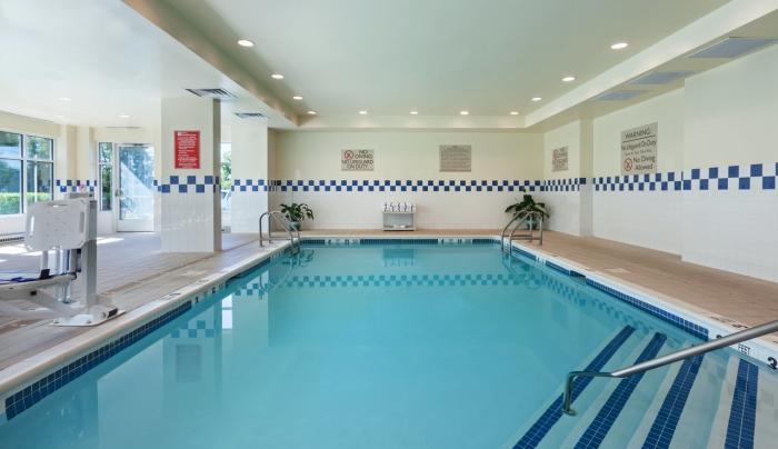 Hilton Garden Inn Islip MacArthur Airport Pool
